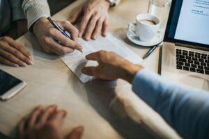 انواع قراردادهای حقوقی کسب و کار و کاربردهای آن